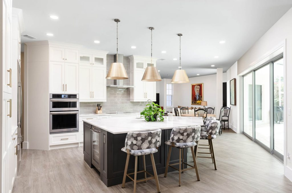 Wyndemere, FL Kitchen Remodel with White Cabinets